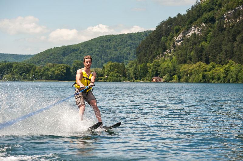 Ski nautique sur le lac de Nantua